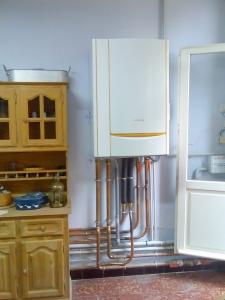 Chaudière murale gaz à condensation DE DIETRICH - chauffe et production d'eau chaude sanitaire