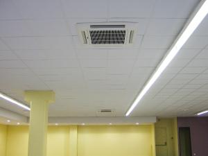 Cassette réversible intégrée dans un faux plafond en dalle